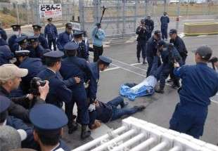 Okinawa residents protest to construction of a new US air base